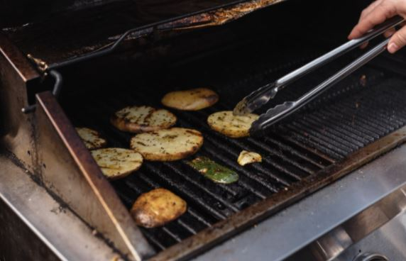 cooking on a gas grill that needs to be cleaned