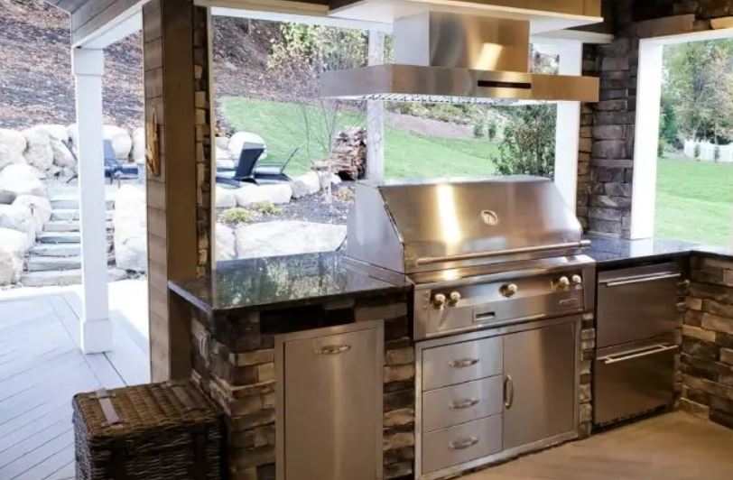 venting an outdoor kitchen with hood